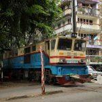 ヤンゴンの踏切(Yangon Crossing)